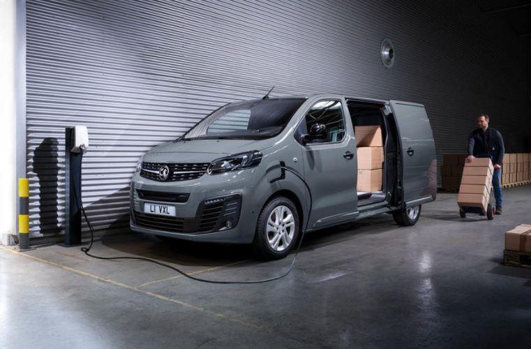 1 Vauxhall Vivaro e Citroen e Dispatch Peugeot e Partner