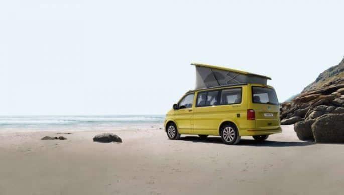 12. VW California frente a la playa