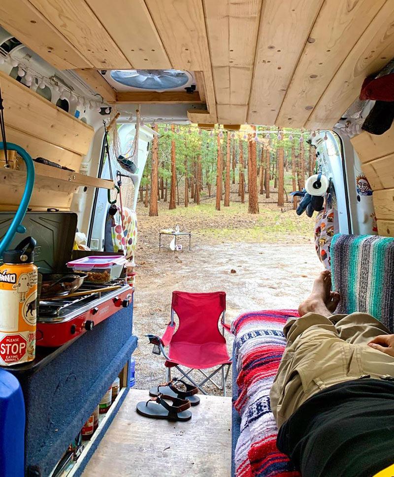 vivir y acampar en una furgoneta ford transit connect