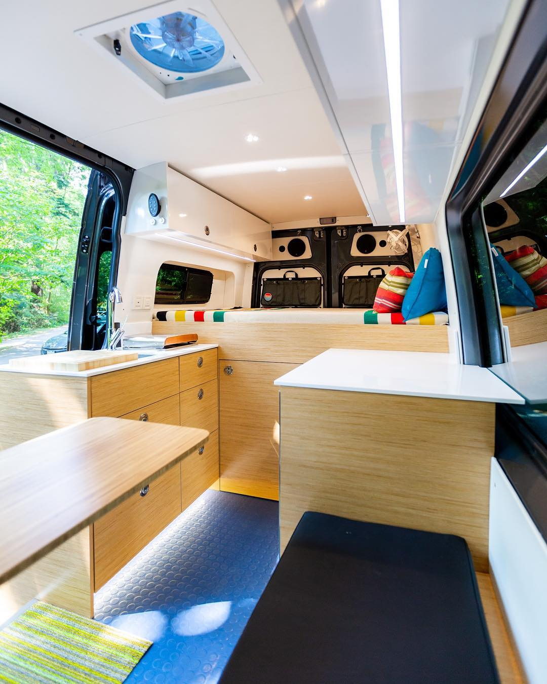 1606270058 114 Ideas de conversion de camioneta Sprinter de bricolaje