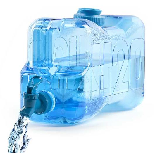 Depósito de agua con grifo