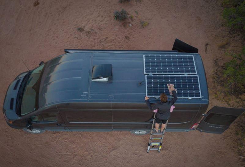 Instalacion de paneles solares en el techo perfecta