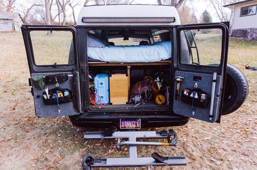 Organización y transporte de aguarte en furgoneta