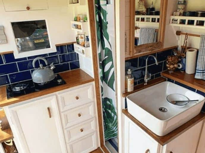 furgoneta de cocina dividida interior