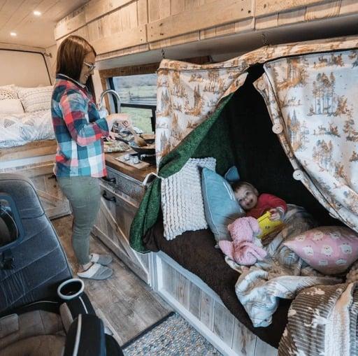 mejores disenos de furgonetas camper para familias 11
