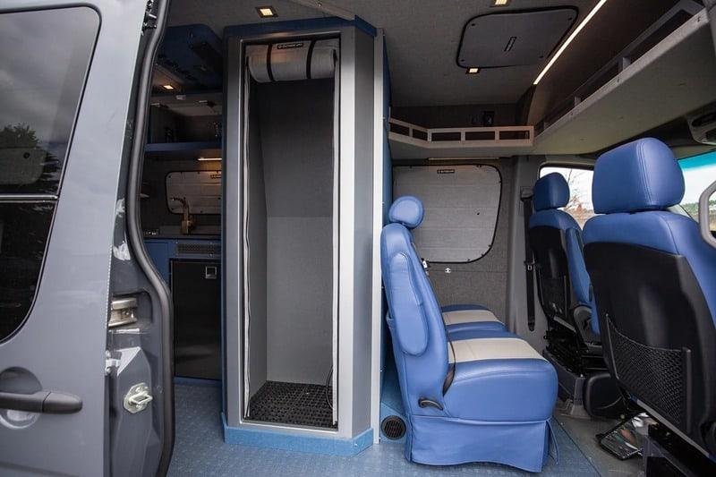 mejores disenos de furgonetas camper para familias 9