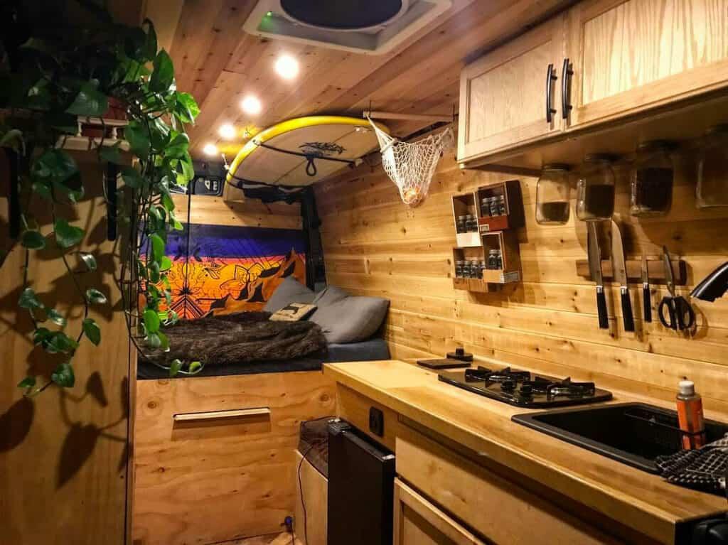 Cocinas creativas de Vanlife - @van.surf.climb