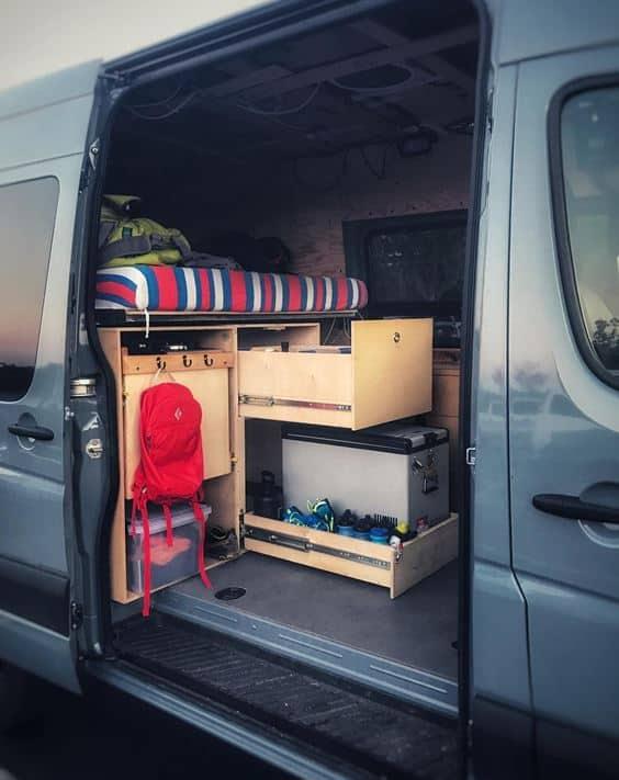 viajando en una conversión de caravana con un refrigerador de 12v