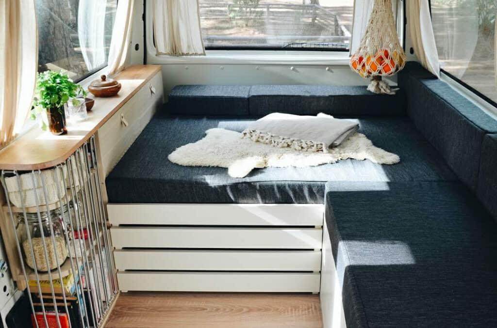 Qué tipo de colchón elegir para tu furgoneta + cómo cortarlo