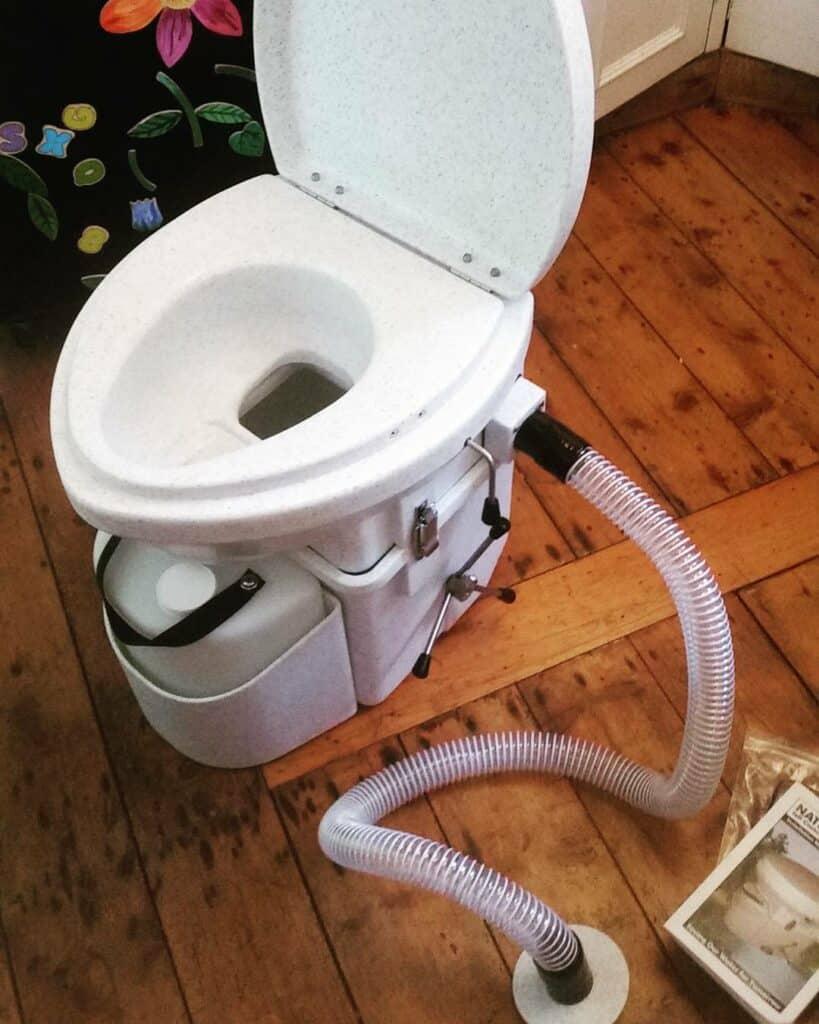 ¿Cómo funciona un inodoro de compostaje?